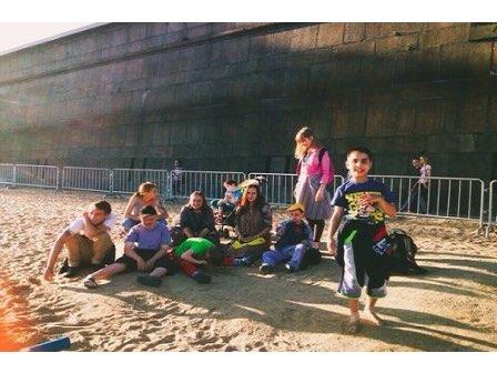 Ferien in der Stadt für Kinder aus dem Kinderheim in Pawlowsk