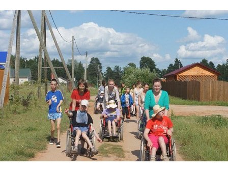 Kinder des Sommers: Sommercamp in Luga für Kinder aus dem Kinderheim in Pawlowsk