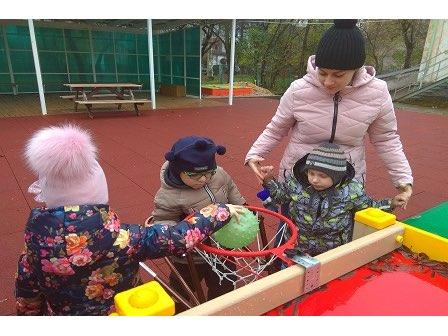 Spielplatz für den Kindergarten für Kinder mit Behinderungen